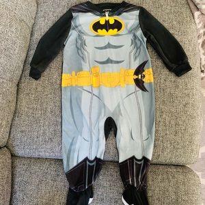 18month Batman footie jammies w/ detachable cape!